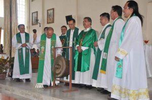 Bishop Julius merasmikan pelancaran SYD4_edited