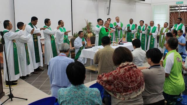 The Eucharist - source of communion among the delegates.