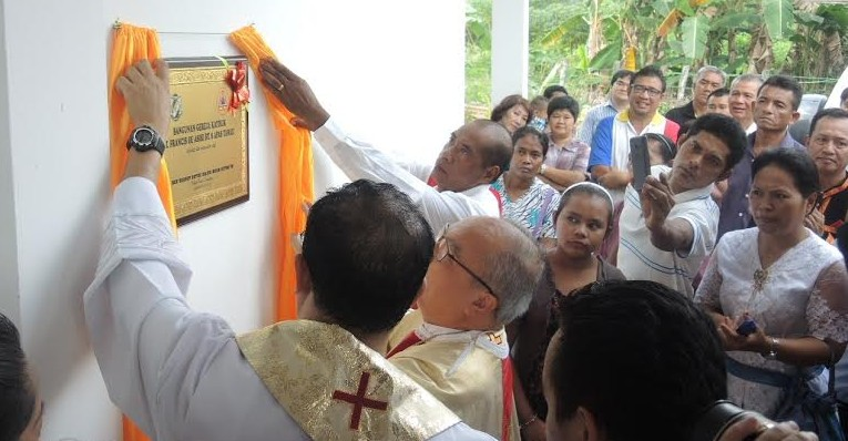 Opening of the new chapel by unveiling the commemorative plaque after the Mass.